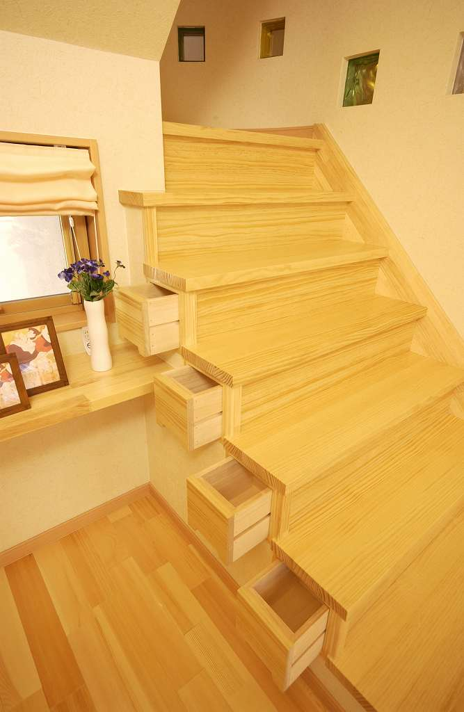 カテゴリ別:階段下収納